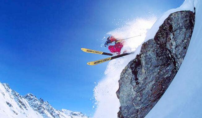 亚布力滑雪-雪乡-镜泊湖-魔界-长白山-锦江木屋-万达小镇-雾凇岛】7日